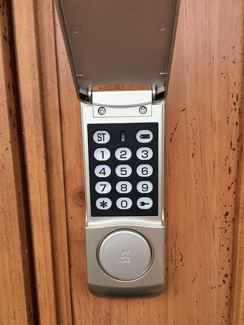 玄関の鍵が暗証番号式になりました