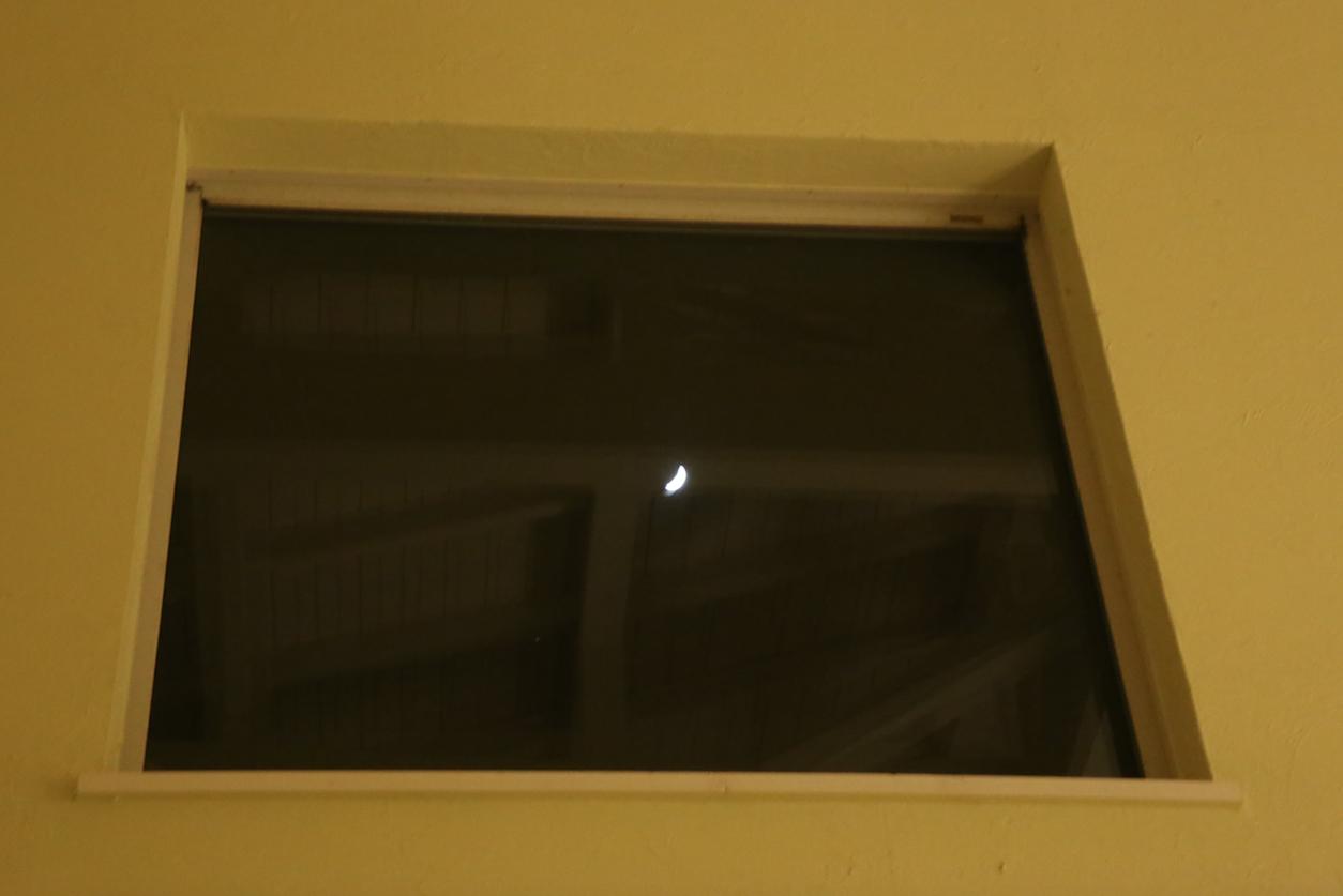 リビングから月が見えるシェアハウス